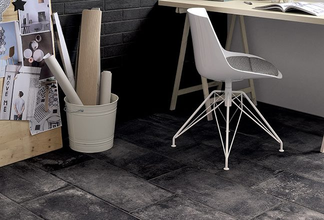 Rivestimenti-interni-muretto-Total-Black_Pavimento-in-gres-Nero_Ceramiche-Coem_Bricklane